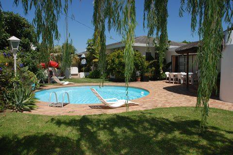 1 Pelican Place Guest Cottages - Guest House in Durbanville - 7