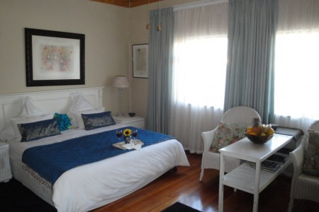 The 35 on Washington guest house isconveniently and centrally situated in the quiet and safe suburb of Boston, Bellville.