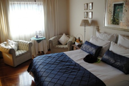 The 35 on Washington guesthouse is conveniently and centrally situated in the quiet and safe suburb of Boston, Bellville.