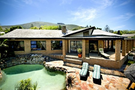 7 On Kloof Guest House rests on the slopes of Tygerberg Hills.