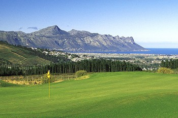 Erinvale Golf Club is nestled at the foot of the Helderberg and Hottentots Holland Mountains.