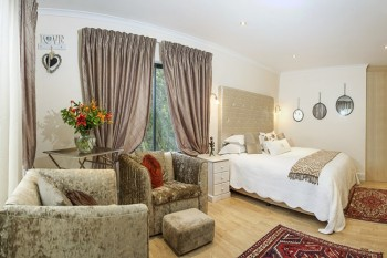 Cape Pillars Boutique Hotel is a 4-star establishment.
