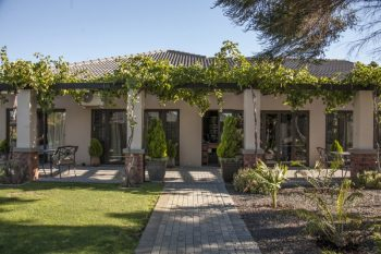 Excellent - Guest House and Bed and Breakfast in Bellville - 6